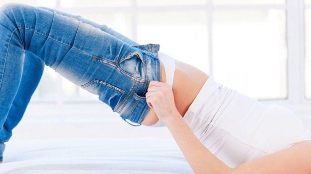 Mulher veste jeans