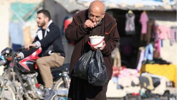 متابعة مستجدات الساحة السورية - صفحة 21 _92669021_74eaa2ec-fb8c-445f-b63c-1dba67569482