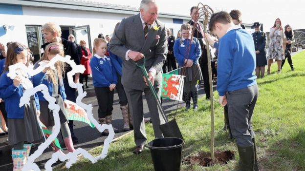 Prince Charles helped children from Blenheim Road Community Primary to plant a tree