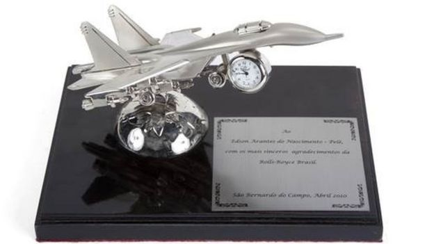 A model jet awarded to Pele from Rolls-Royce