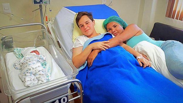 Diane y Fernando después del parto