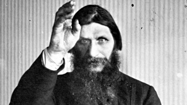 Grigory Rasputin, rais wa Siberia aliyedaiwa kuwa nguvu za kuponyesha watu aliuawa 1916