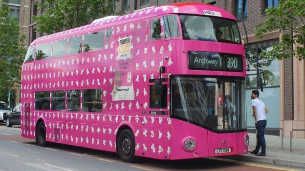 Bus rosado de Propercorn