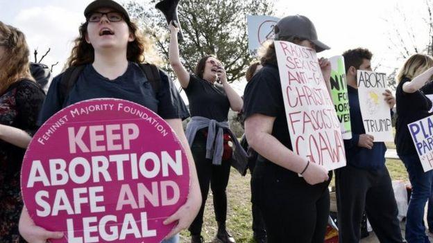 Manifestantes a favor del aborto.