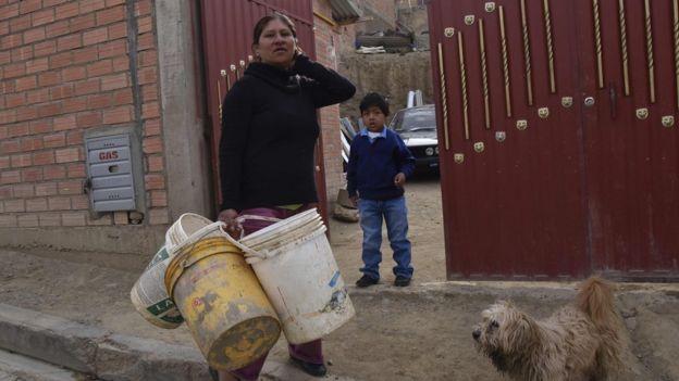 AFP Los expertos señalaron factores climáticos y causas internas como explicación a la crisis del agua en Bolivia.