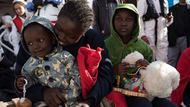Menores en un centro de acogida de refugiados.