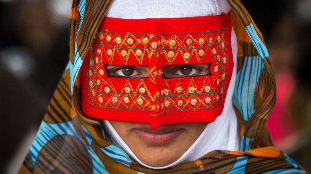 اریک لافورژ، عکاس فرانسوی آژانس عکس گاما، این عکس را دسامبر ۲۰۱۵ از یک دختر مینابی در جنوب ایران گرفته است