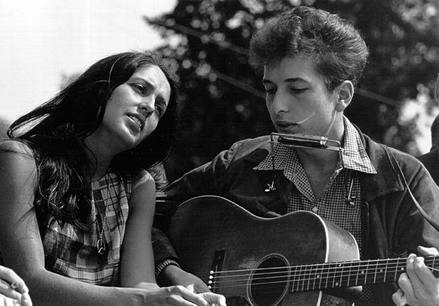 Dylan con Joan Báez en un concierto en Washington en 1963