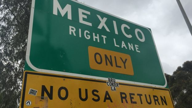 A sign for Mexico on the US border