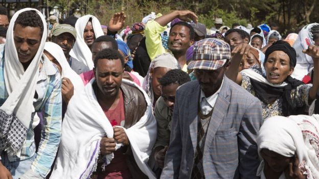 People mourn the death a man who was shot dead by the Ethiopian forces the day earlier, in the Yubdo Village, about 100km from Addis Ababa in the Oromia region, on 17 December 2015