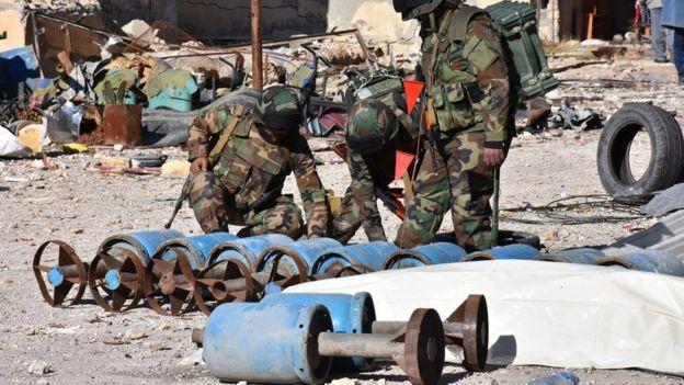 متابعة مستجدات الساحة السورية - صفحة 21 _92864161_mediaitem92864160
