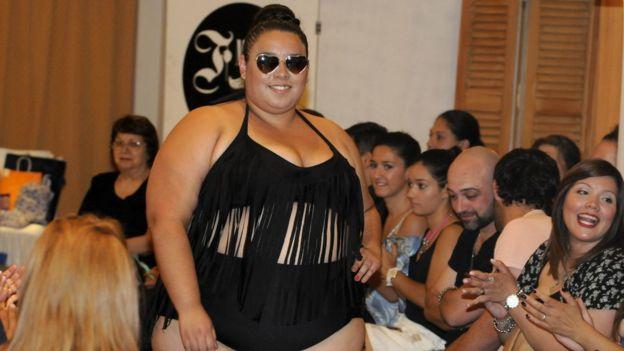 Mujer en un concurso de Belleza.