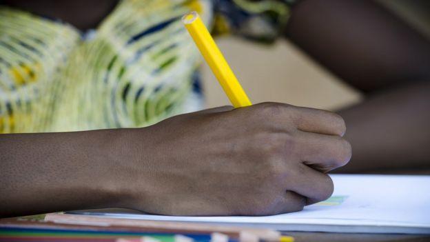 Falta de educação é um dos motivos pelos quais há poucas escritoras na África, diz Paulina