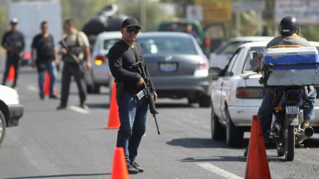Security agents place a checkpoint in an avenue in Tepic, Nayarit state, Mexico, 10 February 2017