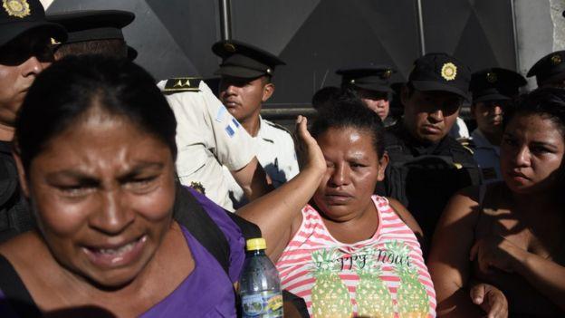 Familias reclaman por información a las autoridades de Guatemala