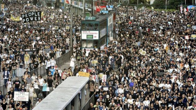 Protesters fill two streets during a rally against Article 23, 1 July 2003