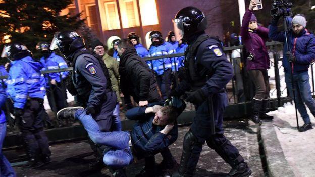 Romanya protesto