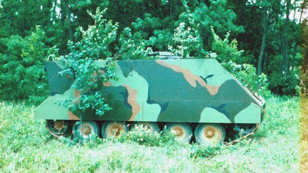 Veículo com camuflagem tradicional