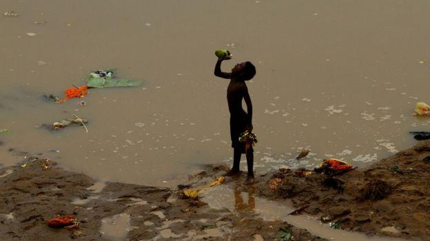 Niñó en la India