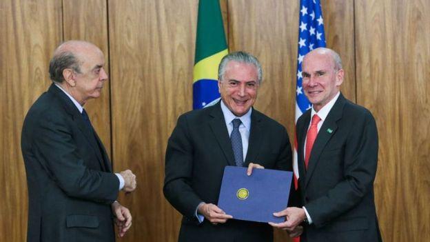 José Serra (Relações Exteriores), o presidente Michel Temer e o embaixador dos EUA no Brasil, Peter Michael McKinley, em janeiro de 2017