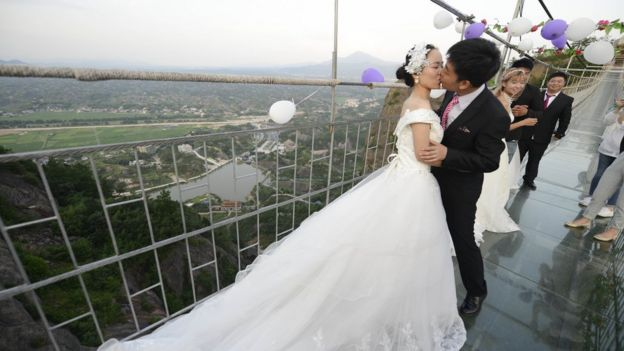 Several couples get married on Shiniuzhai , 21 July 2016