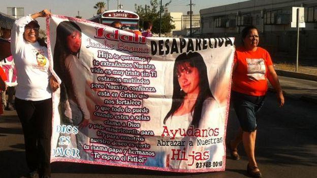 Marcha de Norma Ortega por la desaparición de su hija, Idalí Juache Laguna.