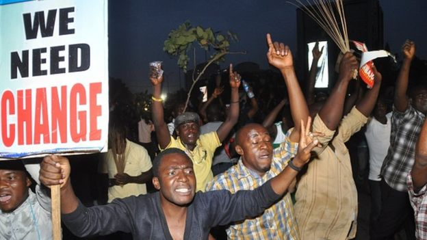 Youths celebrate on March 31, 2015 the victory of main opposition All Progressives Congress (APC) presidential candidate Mohammadu Buhari in Abuja
