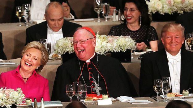 Картинки по запросу Трамп и Клинтон высмеяли друг друга на благотворительном ужине