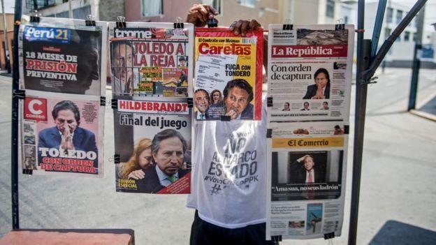Portadas de diversos periódicos en Perú que informan sobre el pedido de captura del ex presidente Alejandro Toledo.