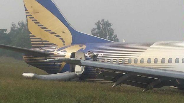 [Internacional] Avião faz pouso forçado no Paquistão _86474702_bgn_2rgo