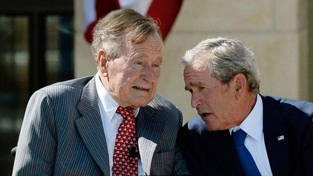 George Bush e seu filho George W. Bush