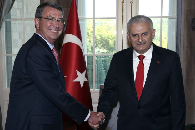 Turkey's Prime Minister Binali Yildirim, right, and US Secretary of Defense Ash Carter shake hands before a meeting in Ankara, Turkey, 21 October