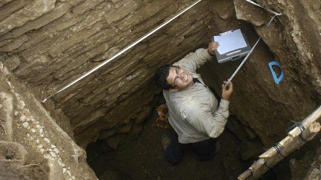 Estudante Mario Borrero em uma das escavações