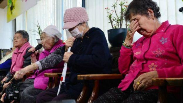Mulheres que dizem ter sofrido abusos durante a Segunda Guerra.