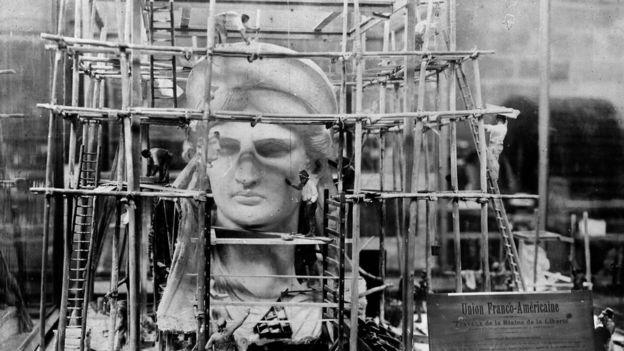 Cabeça a Estátua da Liberdade em construção
