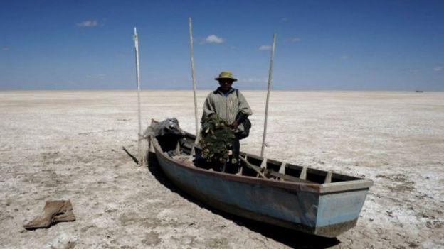 Image copyrightREUTERS. El lago Poopó se secó durante 2015.