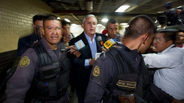 Otto Pérez Molina escoltado a la audiencia del caso