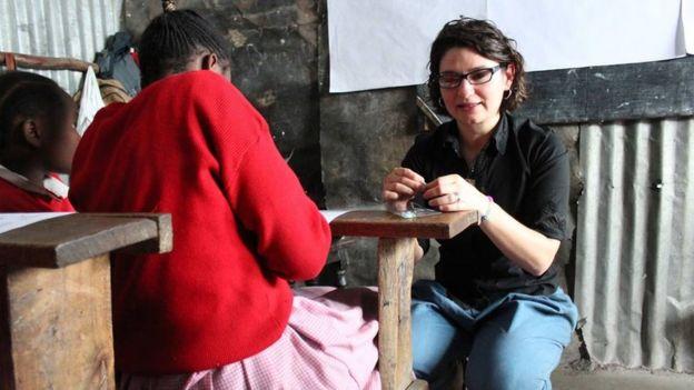 Diana também educa meninas sobre menstruação