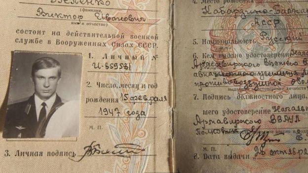 Tarjeta de identificación de Víktor Belenko