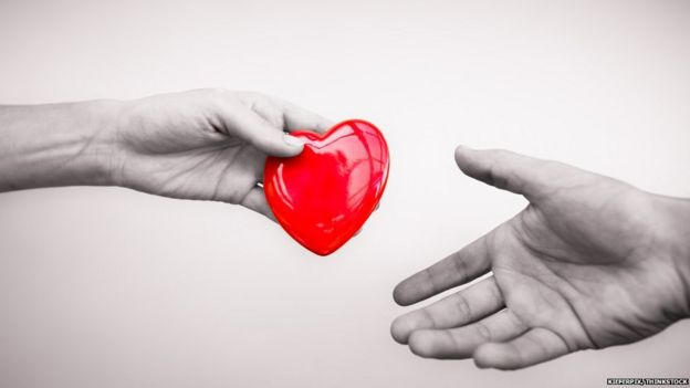 Ilustración de una donación de corazón