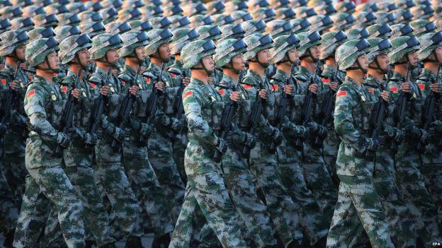 Exército de Libertação (PLA) soldados do Povo da China treinar antes da parada militar na Praça Tiananmen, em Pequim, China, 03 de setembro de 2015.