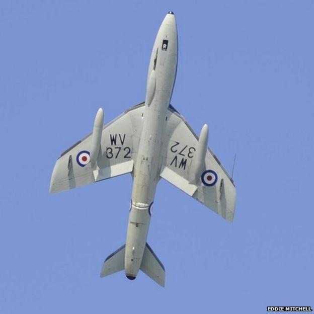 [Internacional] Avião cai e mata uma série de pessoas durante show aéreo na Inglaterra _85128842_planecrashshorehamairport5