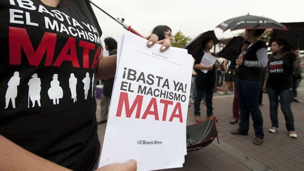 Protesta contra la violencia en contra de la mujer en Lima.