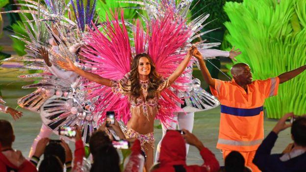 Bailarina de samba en el Maracaná.
