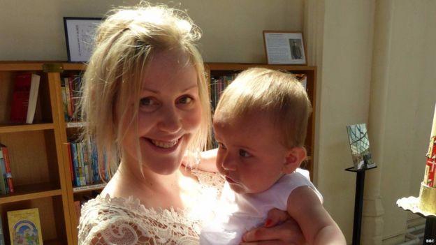 Lisa com a sobrinha, Grace