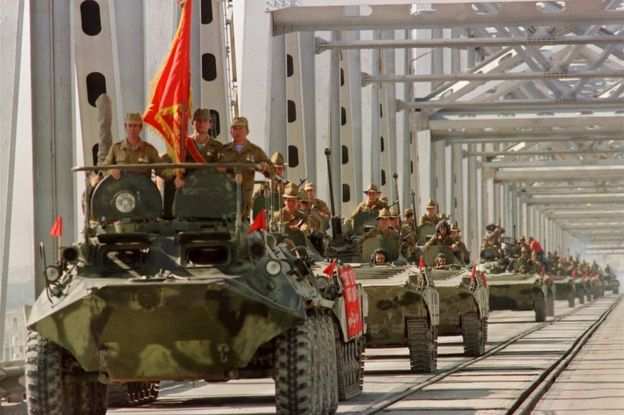 A convoy of Soviet Army armoured personal vehicles cross a bridge in Termez, Afghanistan, 21 May 1988.