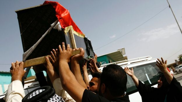Iraqis carry coffin of victim of car bombing in Sadr City, Baghdad, during a funeral in the shrine city of Najaf (11 May 2016)