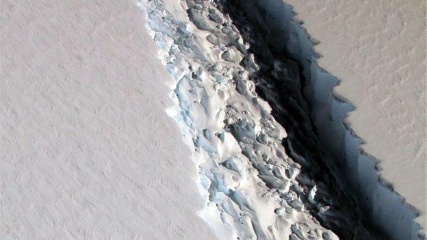 Разлом в леднике