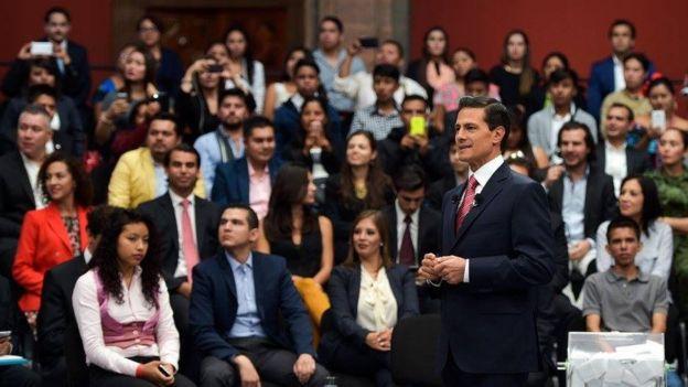 Peña Nieto dialoga con jóvenes