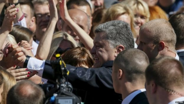 President Petro Poroshenko greets people after military parade (24 August)